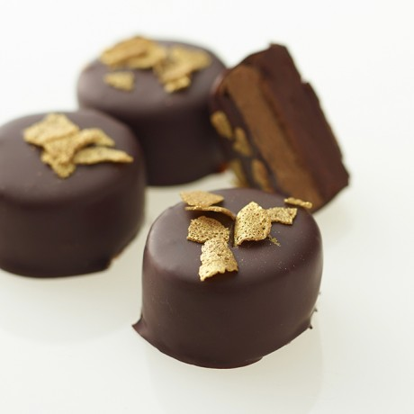 70% Dark chocolate ganache with crunchy praline