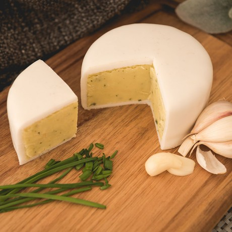 Garlic and Chive Cheddar Truckle (200g)
