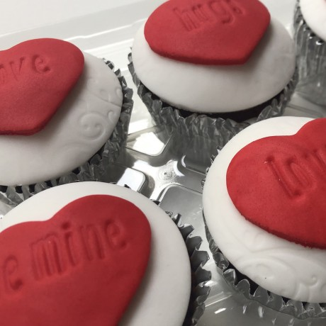 Message Heart Cupcake Gift Box