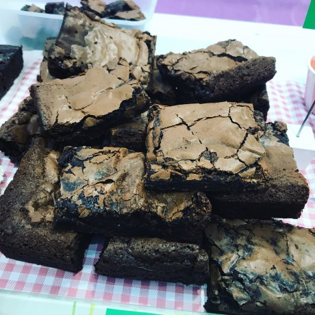 Dark Chewy Chocolate Fudge Brownies (Vegan)