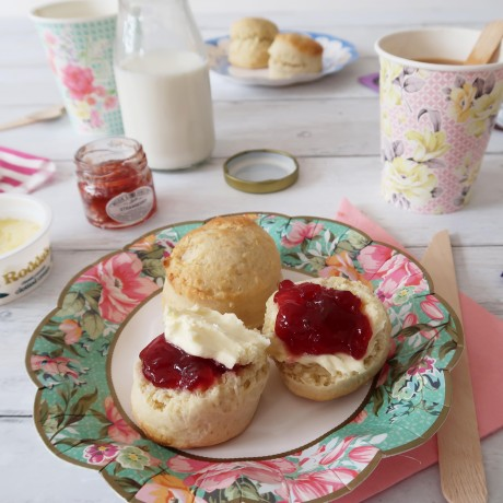 Cream tea with Vintage design
