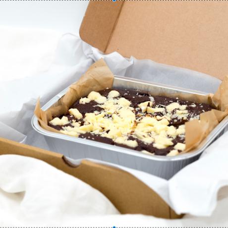 White chocolate chip brownies (GF, Vegan)