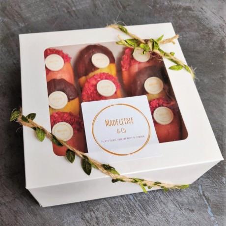 Mixed box rose raspberry and chocolate praline